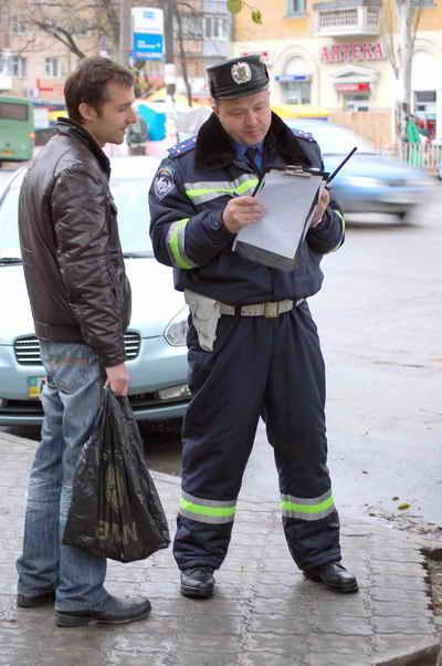 Все документы водителей будут тщательно проверяться. Фото из архива «КП».