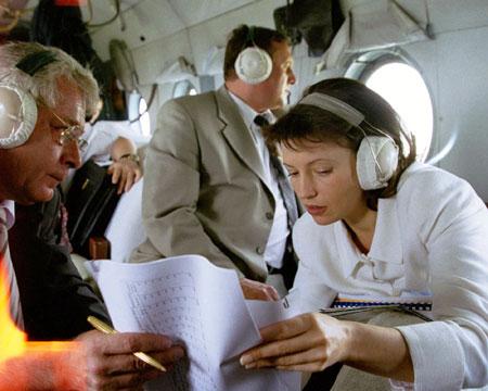 На всех постах Юлия Тимошенко проявляла недюжинную активность. На фото: июль 2000 года. Тогда вице-премьер правительства совершает на вертолете облет фабрик в Луганской области.