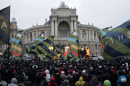 Задача Арсения Яценюка - собрать воедино людей, способных изменять себя и страну.
