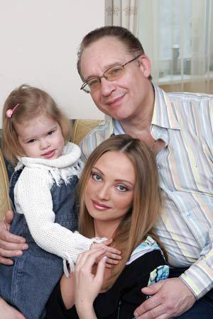 Максим Дунаевский с нынешней женой Мариной и младшей дочерью Полиной. Фото: ИТАР-ТАСС.