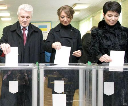 Семейство Литвинов проголосовало синхронно.