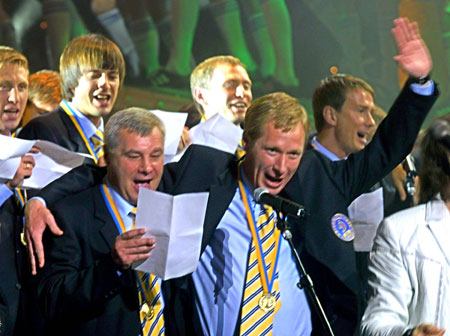 Экс-тренеры киевского «Динамо» Алексей Михайличенко (справа) и Анатолий Демьяненко тоже не против спеть в хорошей компании!