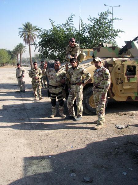 Иракские военные и полицейские в «зеленой зоне» Багдада.