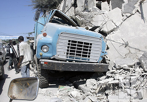 Во время землетрясения на Гаити пострадало много техники, теперь таксисты наживаются на трагедии. Фото: Анатолий ЖДАНОВ.
