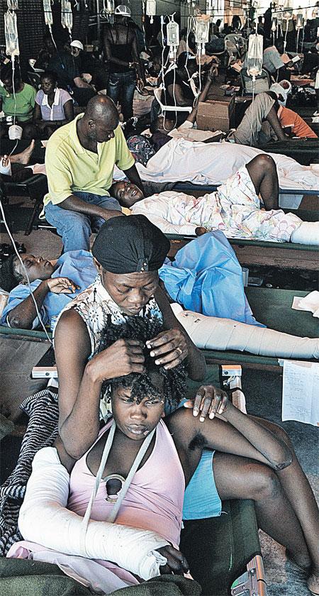Госпитали гаитянской столицы переполнены. Врачи опасаются начала эпидемий.