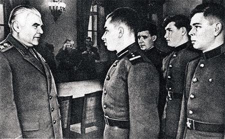 Минута славы на Родине: перед лицом самого министра обороны СССР Родиона Малиновского.