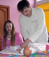 Папы могут научиться пеленать не хуже мам, было бы желание!