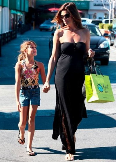 Синди Крауфорд не хочет, чтобы ее диета отражалась на питании детей. Фото: theinsider.com