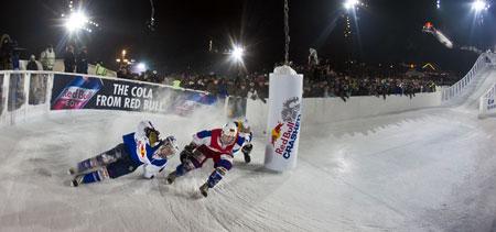 По ледяному желобу спортсмены несутся со скоростью 50 км/час.