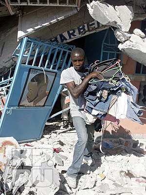 На Гаити вовсю орудуют мародеры. Фото: Анатолий ЖДАНОВ.