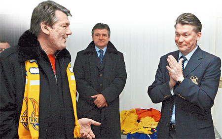Виктор Ющенко - Олегу Блохину в раздевалке сборной Украины: - Выиграли? Ну и ладушки!