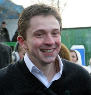Окунувшись в Днепр, Олесь Станиславович посоветовал журналистам присоединиться к святому обряду.