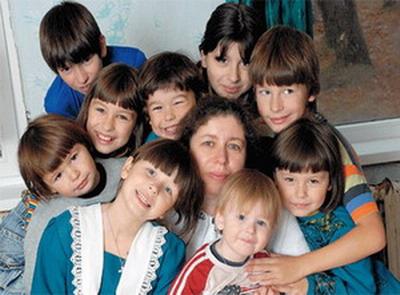 Воспитать такую уйму ребятишек нелегко - и любая помощь от государства всегда кстати. Фото с сайта www.aif.ru
