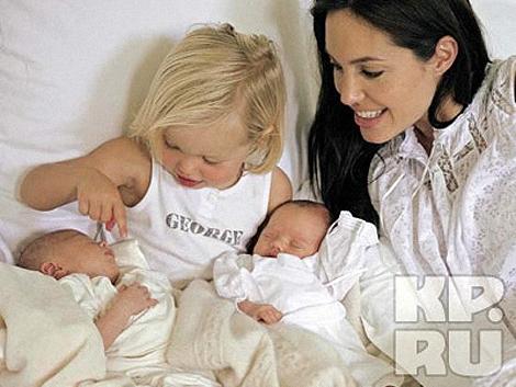 Рождение близнецов - звездная пара пока еще вместе. Фото: img0.liveinternet.ru.