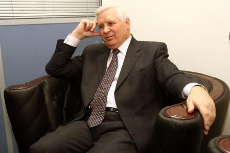 Известный украинский дипломат Анатолий Зленко: - Первая волна нелегалов накатилась на нас сразу после распада СССР.