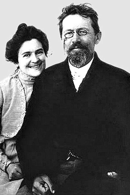 Чехов женился на склоне лет на актрисе Ольге Книппер. Вместе они были недолго, но счастливо.