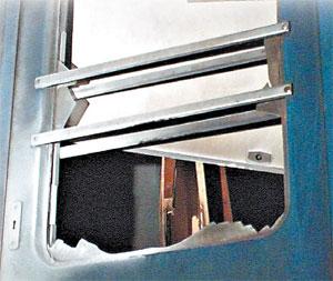 Взрывная волна выбила стекла в третьем вагоне. Остальные пришли в Киев невредимыми.
