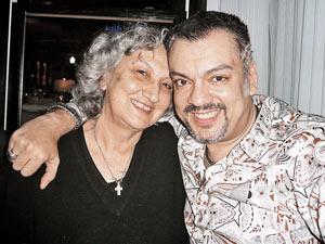 Филипп Киркоров пригласил на новоселье в Майами свою тетю Марию.