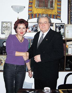 Наш спецкор Дарья Асламова и главный румынский националист, лидер партии «Великая Румыния» Вадим Тудор.