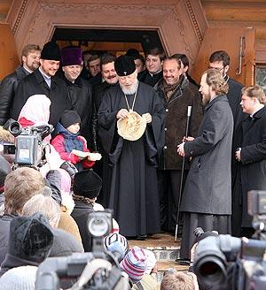 Первый блинок преподнесут Блаженнейшему митрополиту Владимиру, который благословит начало празднеств.