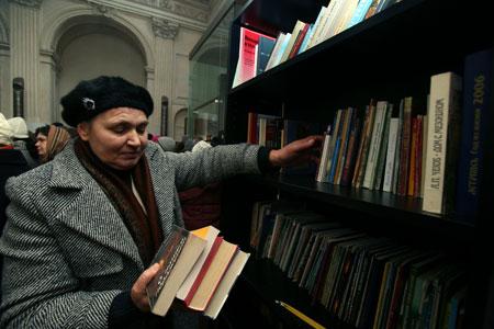 Для Аллы библиотека - работа для души. Фото Дмитрия КОМАРОВА.