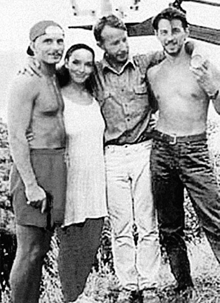 Со вторым мужем Дмитрием (крайний слева) Анна открывала рестораны.