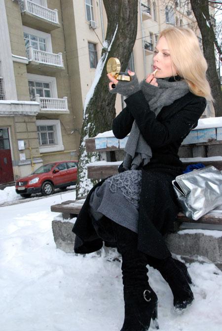 Телеведущая с недавнего времени стала лицом Модного дома Оксаны Караванской.