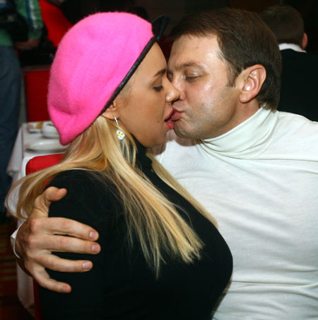 Тимофей Нагорный с брюнеток переключился на блондинок.