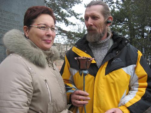 Добрый волшебник нашей акции кузнец Олег Криворученко с женой Татьяной вместе уже 33 года