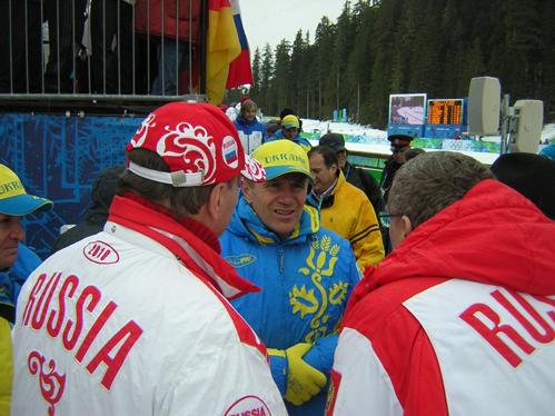Сергей Бубка(в центре) - российским коллегам: - А вы-то куда смотрели?