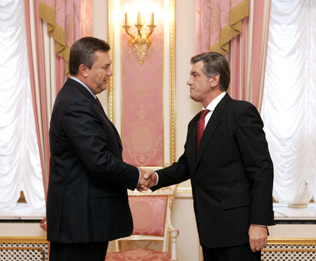 По закону передача власти от действующего президента вновь избранному должна произойти не позднее 16 марта. Фото Михаила МАРКИВА.
