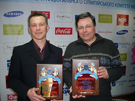 Тренер Владимир Нечаев на фото справа.