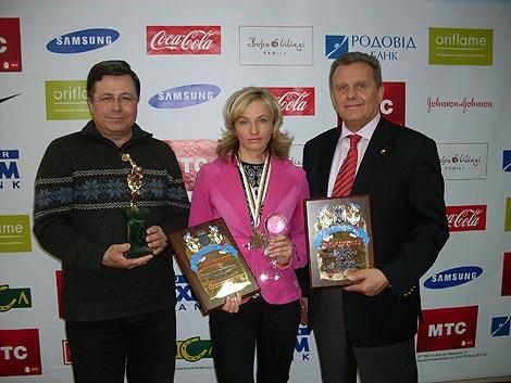 Нечаев слева, по центру - лучшая лыжница Украины и участница Олимпиады Валентина Шевченко.