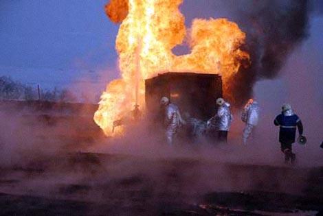 Пожар угрожает жизни и здоровью местных жителей. Фото пресс-службы ГУ МЧС Росиии по Оренбургской области.