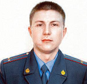 Чтобы спасти малышку, Анатолию Григорьеву пришлось лезть по балконам.