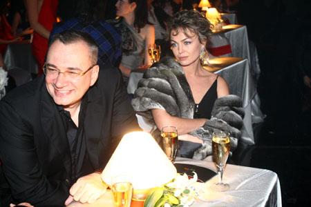 Самого красивого мужчину Украины сопровождала жена Яна.