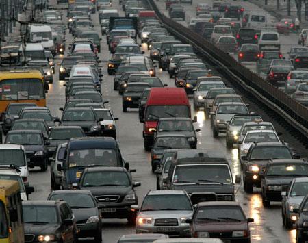 Транспортного коллапса в Киеве не избежать. Поэтому ГАИ настоятельно рекомендует водителям оставить авто в гараже и спуститься в подземку.