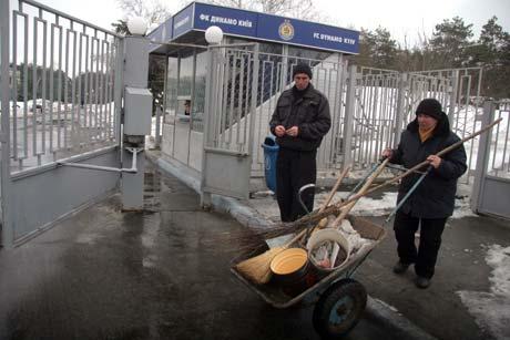 Работники базы «Динамо» не собираются строить защитные сооружения, но насосы все же купили.