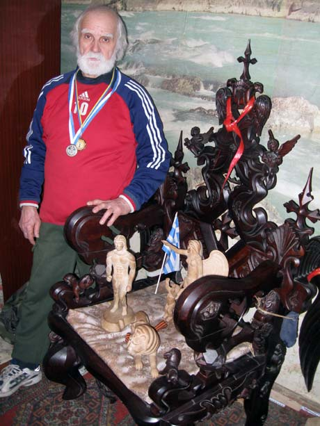 Этот королевский трон Юрий Баскаков делал 7 лет.