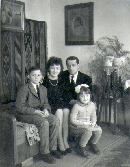 Семейство Маркевичей: Мирон, его родители - Любовь и Богдан, сестра Рената.