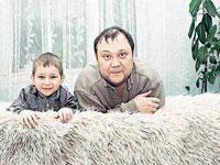 Юрий Степанов с сыном Костей. Фото: Мила СТРИЖ.