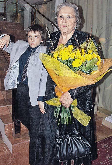 Римма Васильевна Маркова выходит в свет со своим любимым мужчиной - внуком Федором.