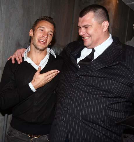 Шева - актеру «Студии Квартал-95» Юрию Корявченкову: - Тебя бы, Юзик, на ворота! Ни один мяч бы не проскочил!