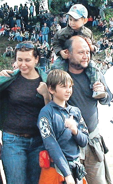 Актер Юрий Степанов был счастлив в семье - с женой Ириной, старшим сыном Костей и младшим Димой. Фото Милы СТРИЖ.
