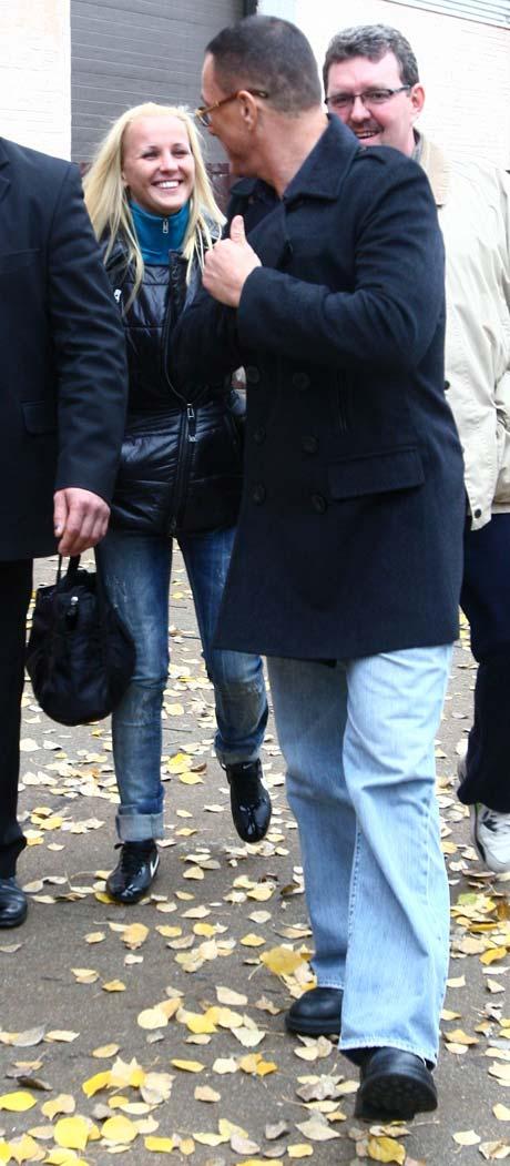 Во время первого визита актера в Киев, его пассия была блондинкой.