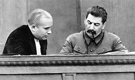 ...А как работали вместе! Никита Хрущев - слева, Иосиф Сталин - справа.