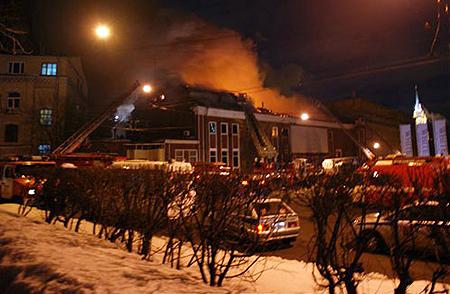 Клуб потушили только в семь утра. Фото: leoramschtain.livejournal.com.