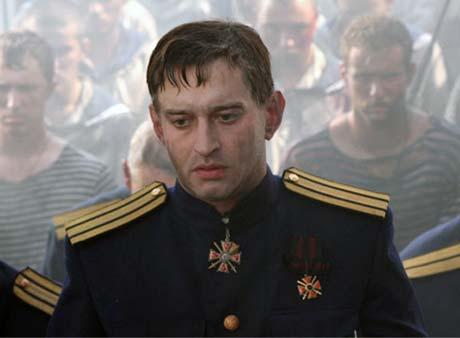 Хабенскому не впервые играть золотопогонника. В фильме «Адмирал» он создал образ Колчака.