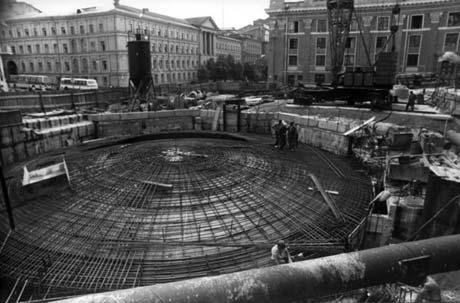 Сооружение станции метро «Театральная». 1987 год.