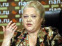 Помощница певицы Татьяна Свинкова чувствует себя на пресс-конференциях не менее уверенно, чем сама Зыкина.